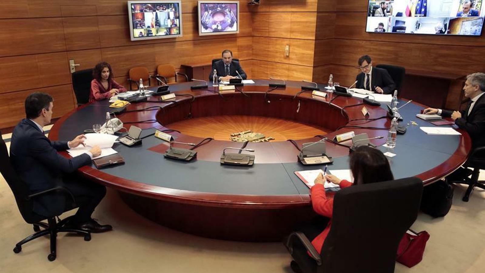 """El govern espanyol recomana l'ús de mascaretes """"higièniques"""" per als trajectes en transport públic"""