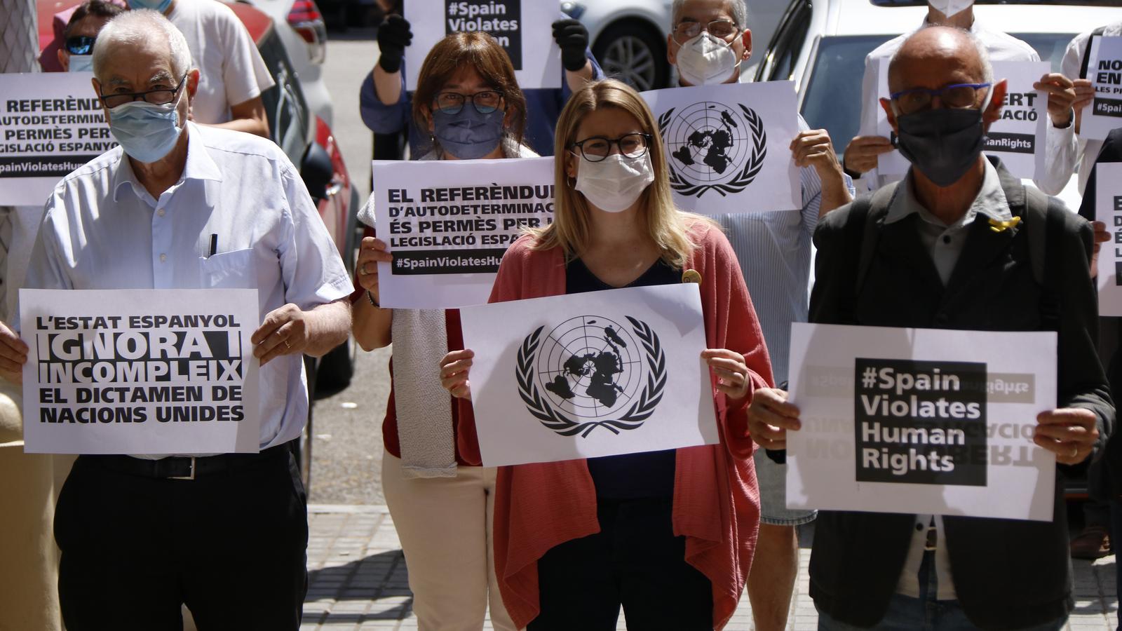 L'independentisme reclama l'alliberament dels presos polítics davant la delegació del govern espanyol