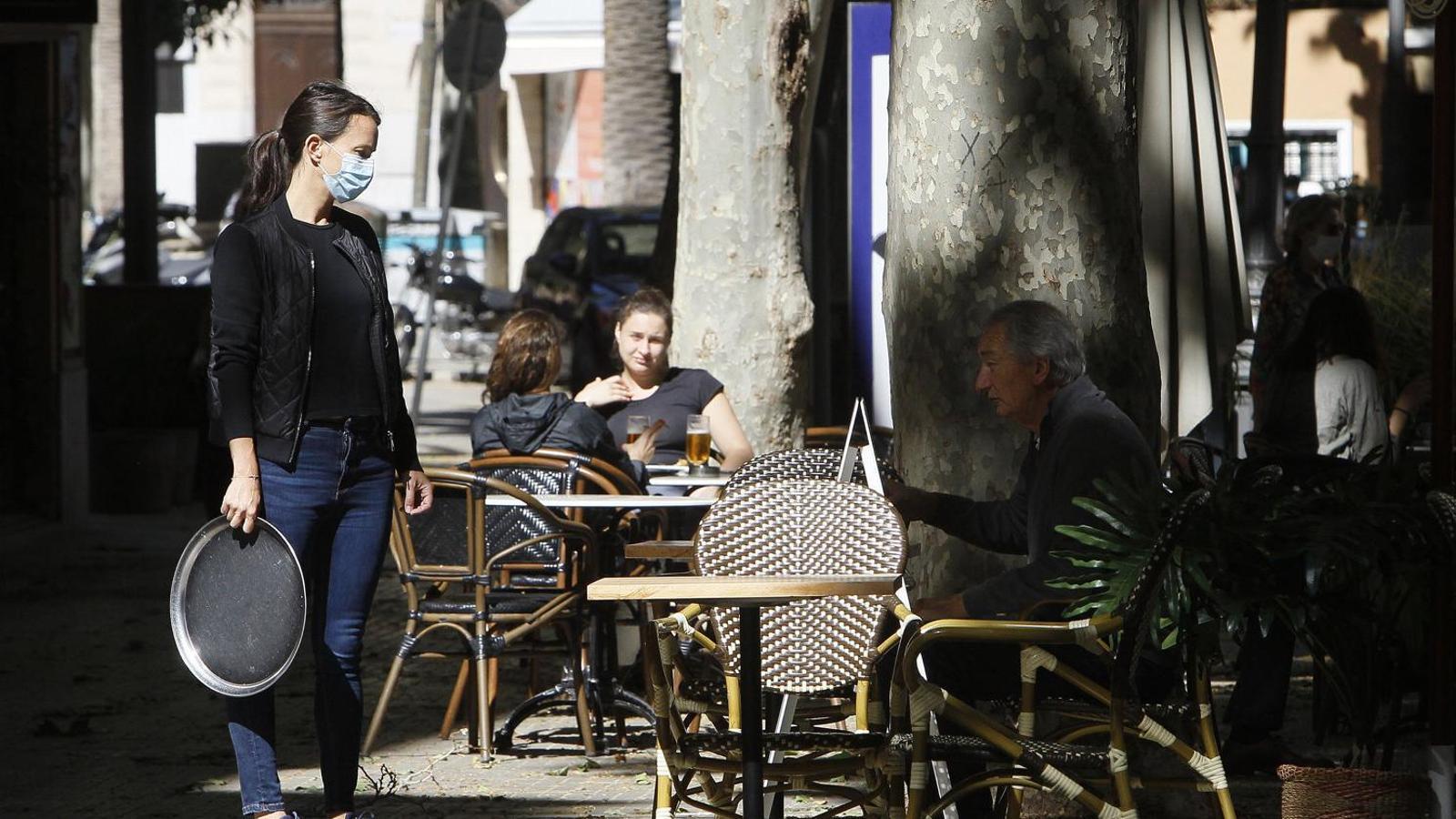 L'economia de les Balears   Toca fons  amb la caiguda  Del 40,5% del PIB