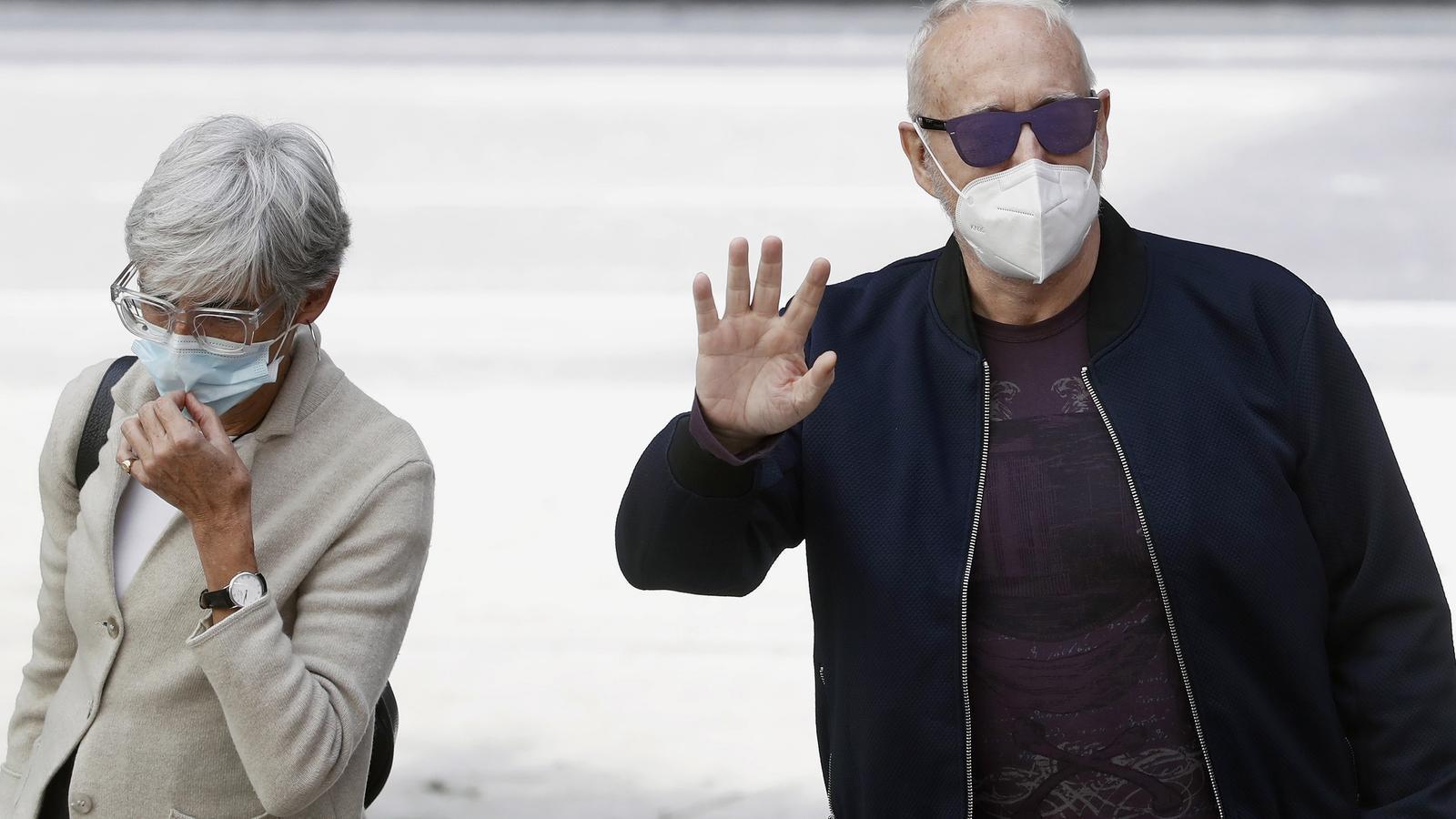 Josep Maria Mainat arribant avui a la Ciutat de la Justícia de Barcelona amb la seva advocada, Olga Tubau