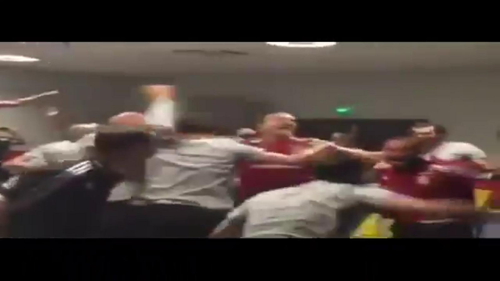 Els jugadors de Gal·les, celebrant la derrota anglesa