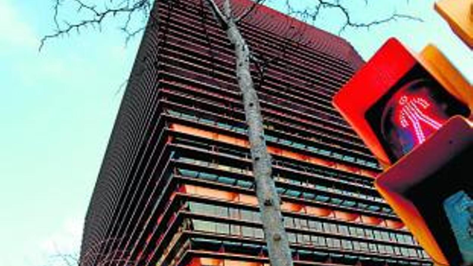 La CNMC nega motius polítics en el buidatge de la seu catalana