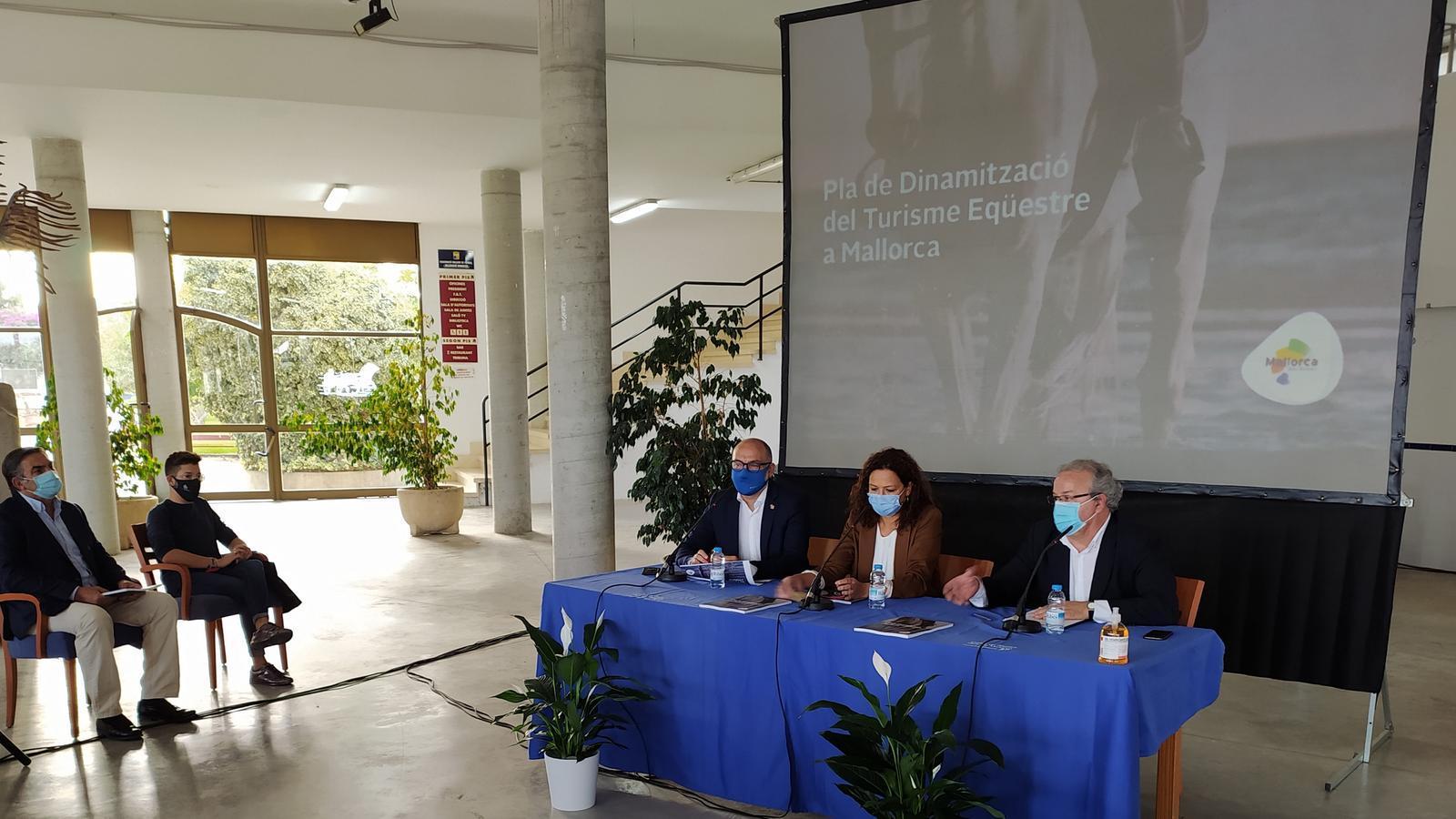 Presentació del Pla de Dinamització del Turisme Eqüestre a Mallorca./ T.R.