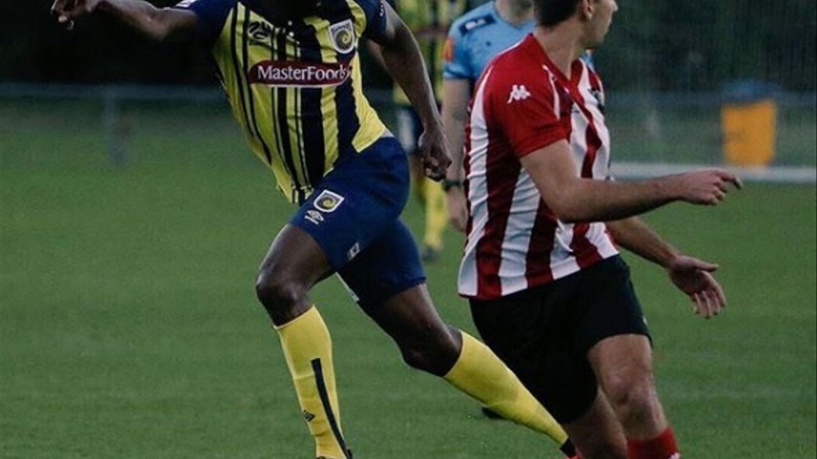 Usain Bolt jugant amb el Central Coast Mariners australià