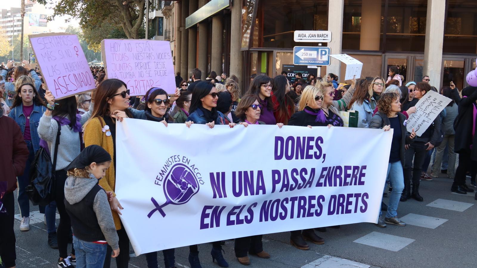 """Més de 3.000 persones surten als carrers de Palma per """"rebutjar la violència masclista"""""""