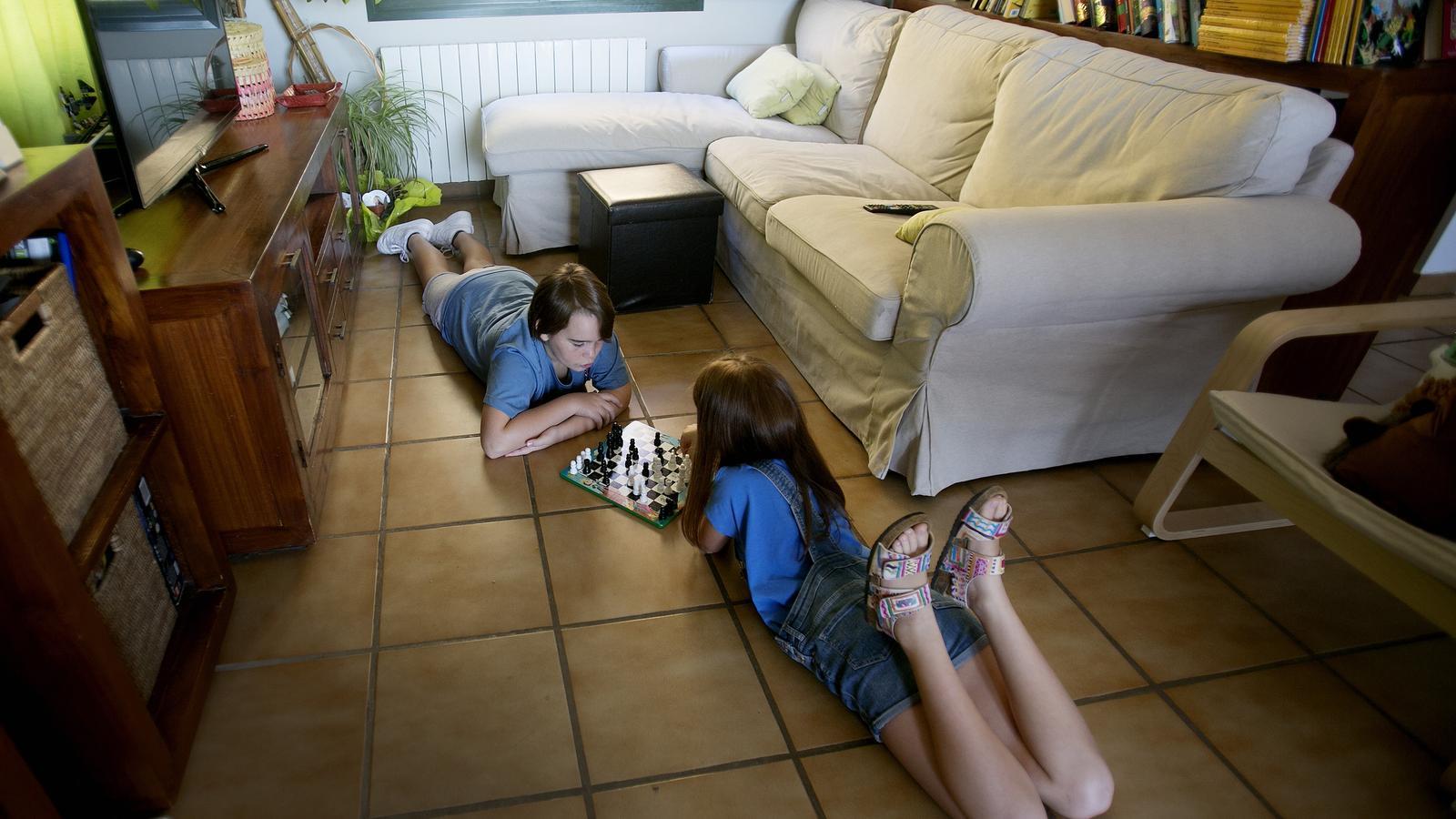 Els alumnes amb altes capacitats, com el Teo i la Mina, necessiten un bon acompanyament emocional per gaudir del seu potencial