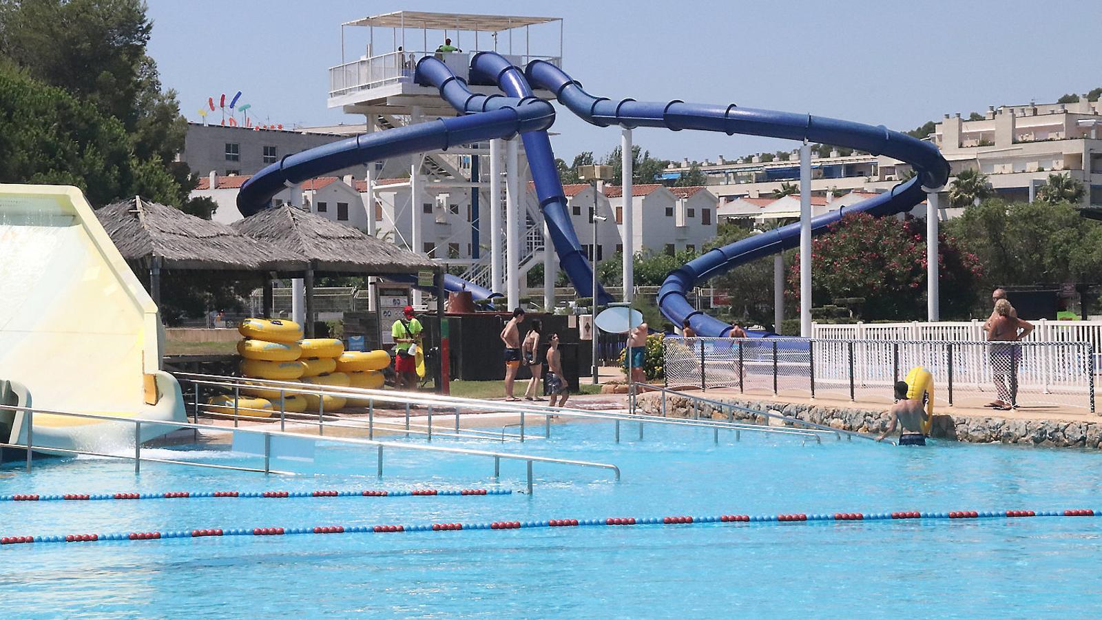 El parc aquàtic Aquopolis el dia de l'obertura.