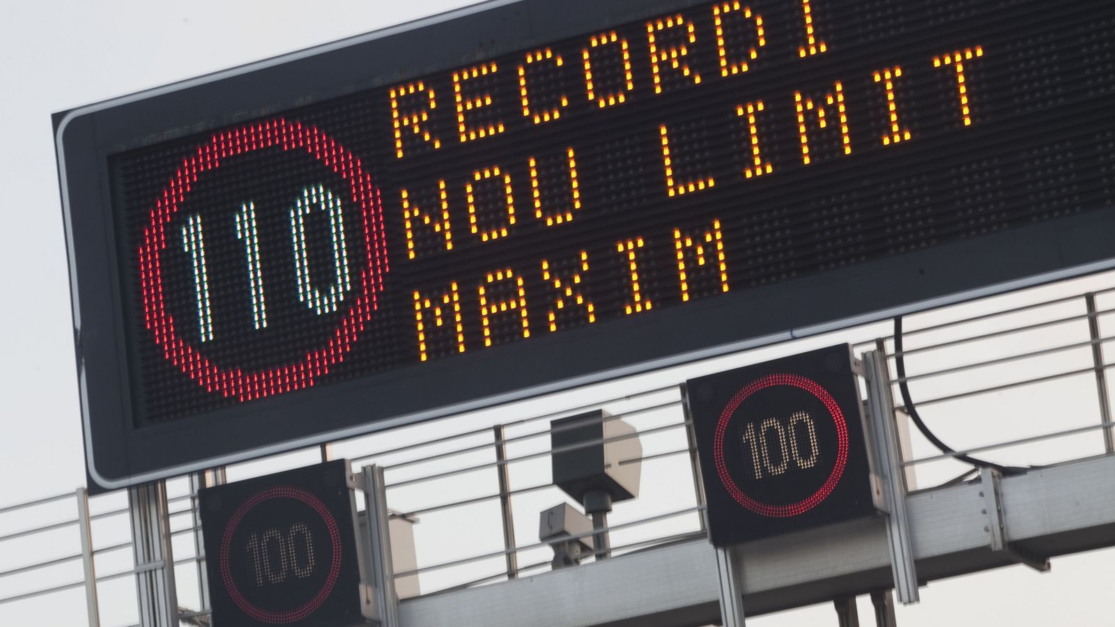 La mesura de reduir la velocitat a les autopistes i autovies fins a 110 km/h va entrar en vigor el 7 de març.