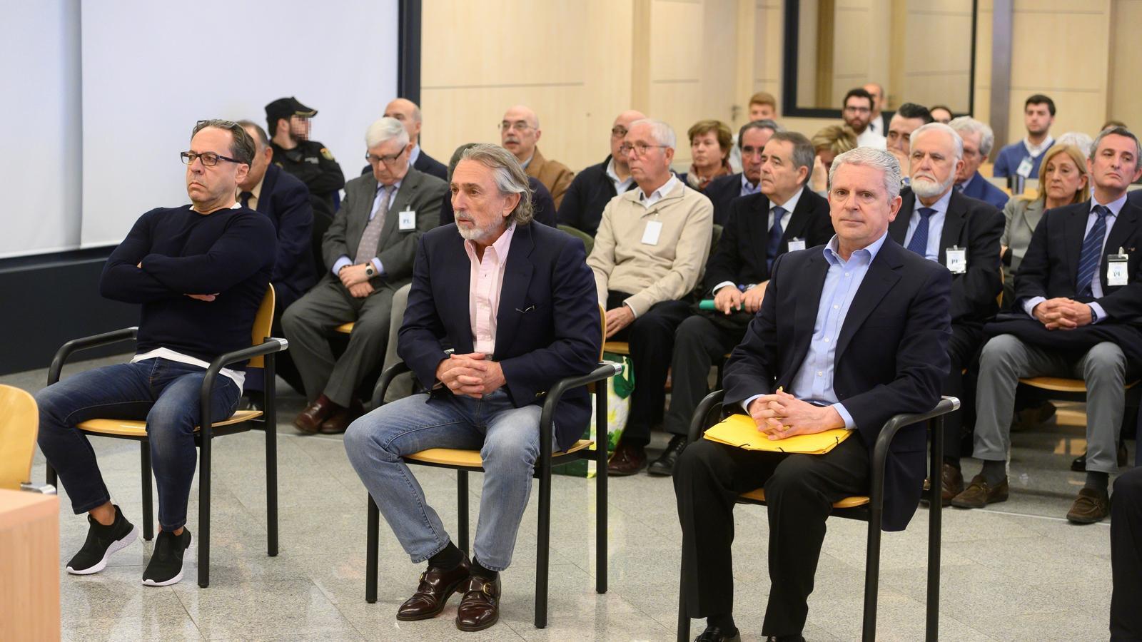 Els exdirigents de la Gürtel Álvaro Pérez (e), Francisco Correa (c) i Pablo Crespo (d) a l'inici del judici per la visita del Papa Benet XVI a València