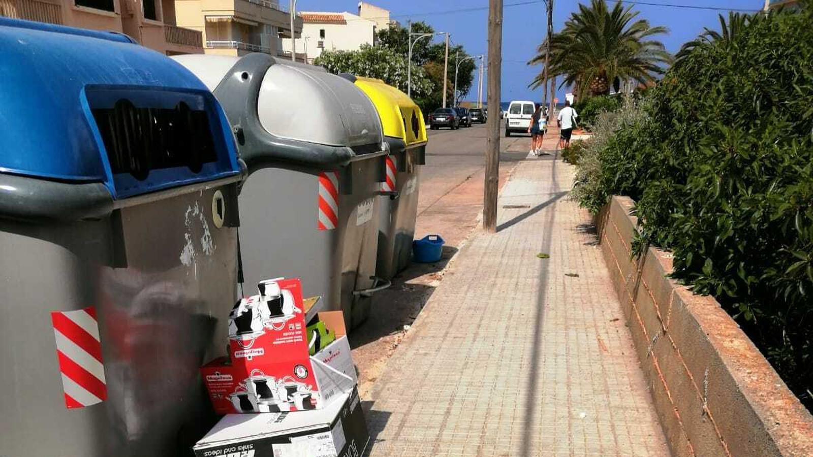 L'Ajuntament vol que la zona de contenidors estigui constantment neta.