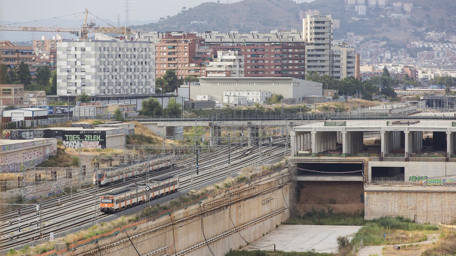 Vies de la xarxa de Rodalies a la zona en obres de la futura estació de la Sagrera, paralitzades fins fa poc temps.