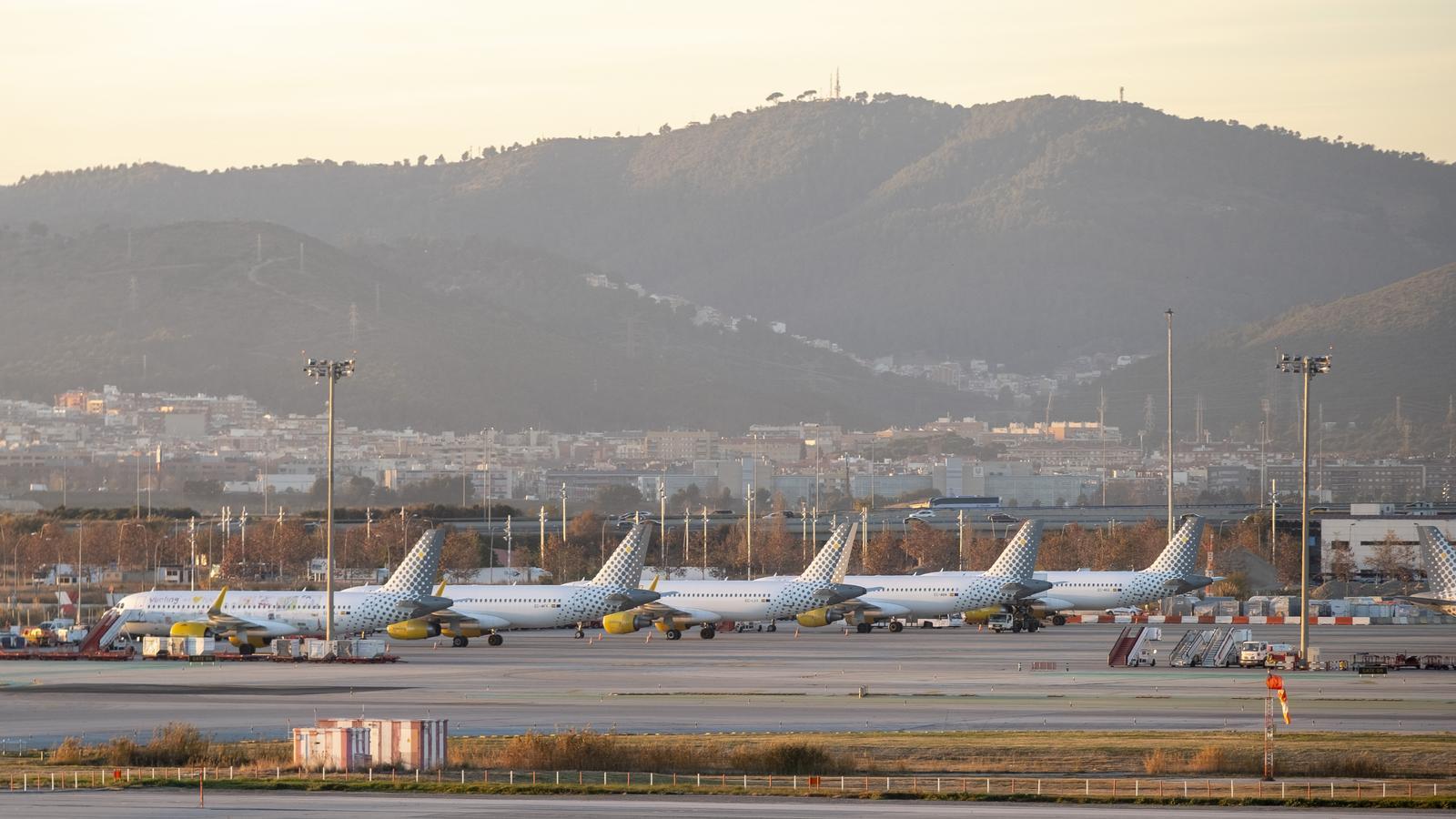 Barcelona demana revisar els plans de creixement de l'aeroport i crear un impost per a grans vaixells
