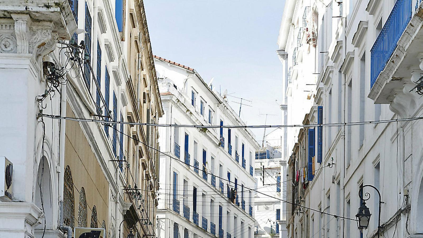 La humiliació inflama la revolta a Algèria