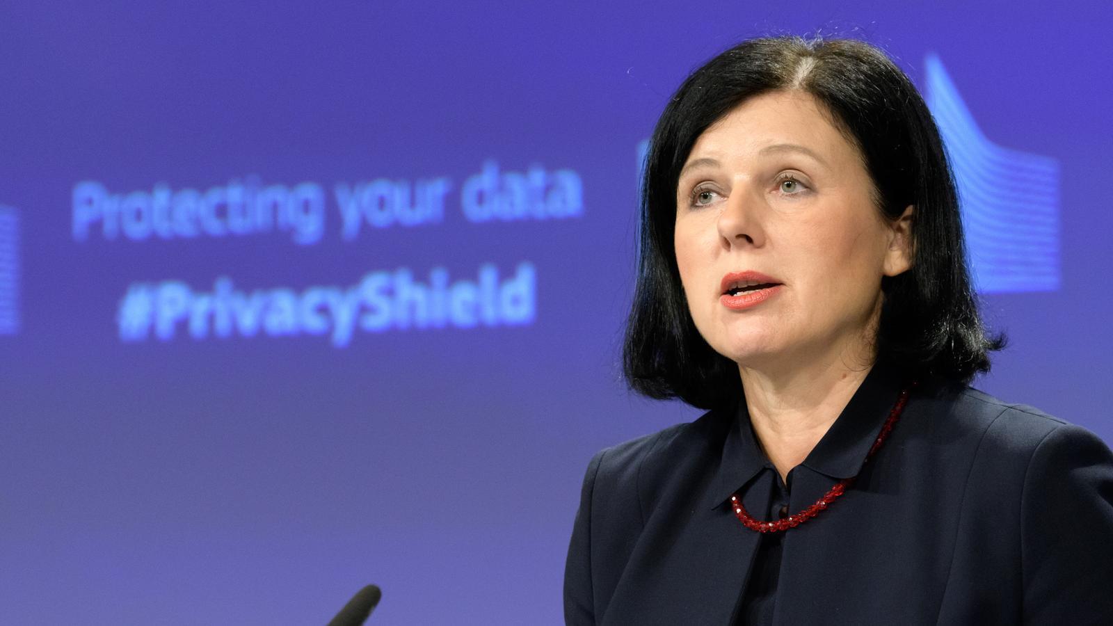 """Nou expedient de Brussel·les a Polònia: """"El virus no pot matar la democràcia"""""""