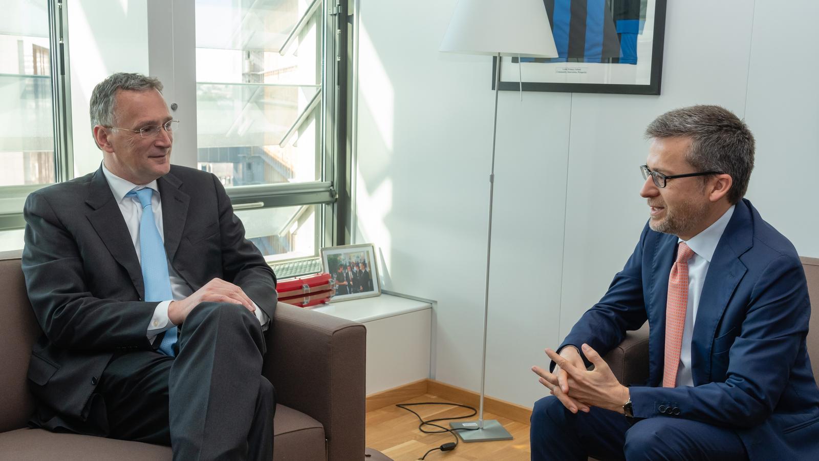 Mauro Ferrari, ex director del Centre Europeu de Recerca, amb l'excomissari de recerca, Carlos Moedas