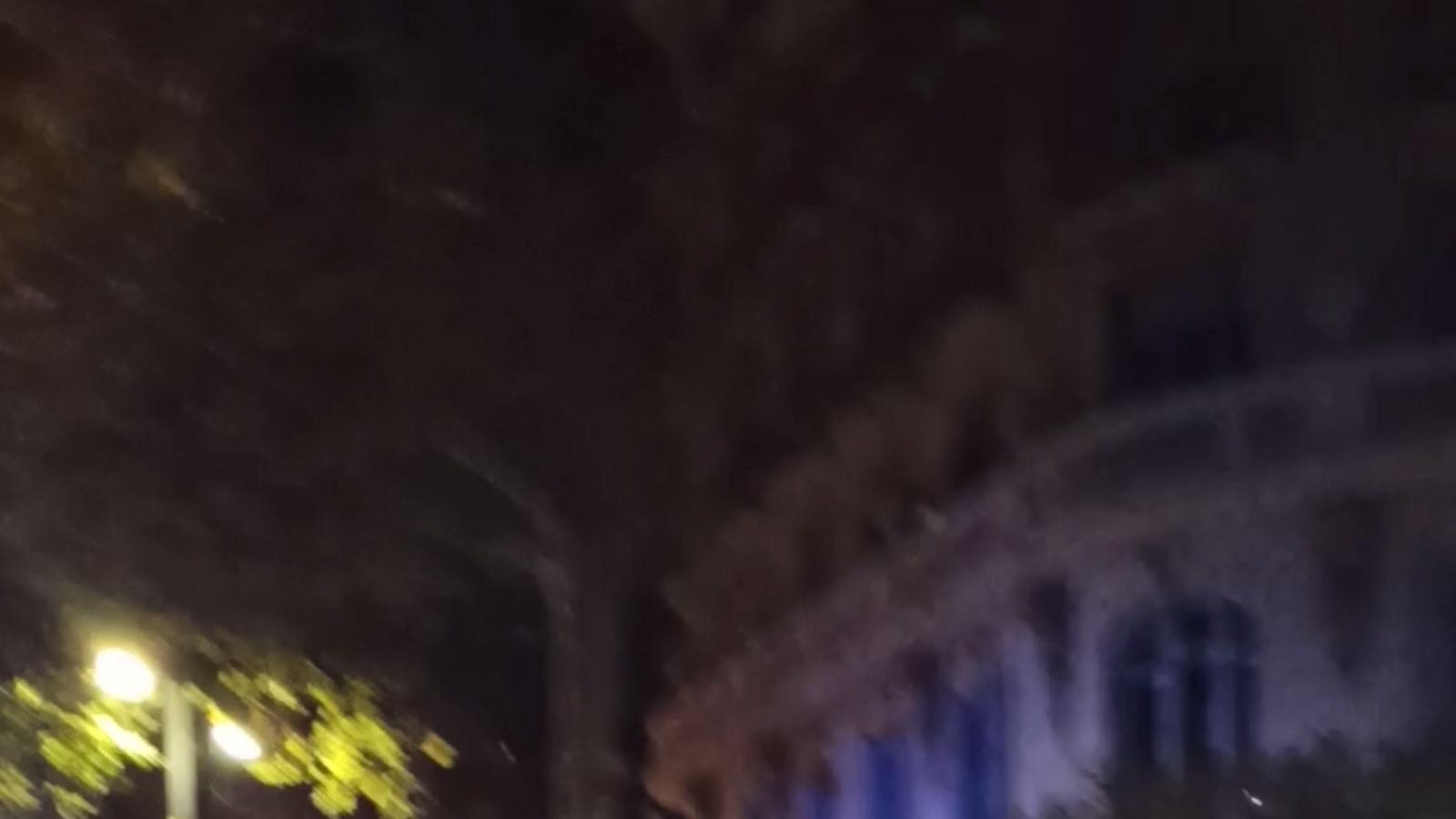 Agents de la Guàrdia Urbana disparen un home a Barcelona que hauria intentat agredir-los