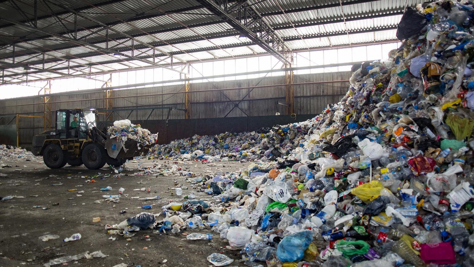 La indústria i els súpers topen pel sistema de dipòsit i retorn d'envasos a Espanya