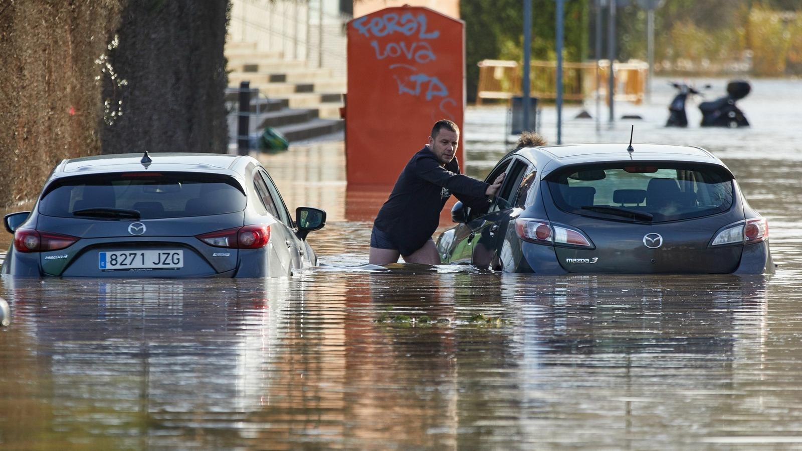El riu Ter desbordat al barri de Sant Ponç a Girona