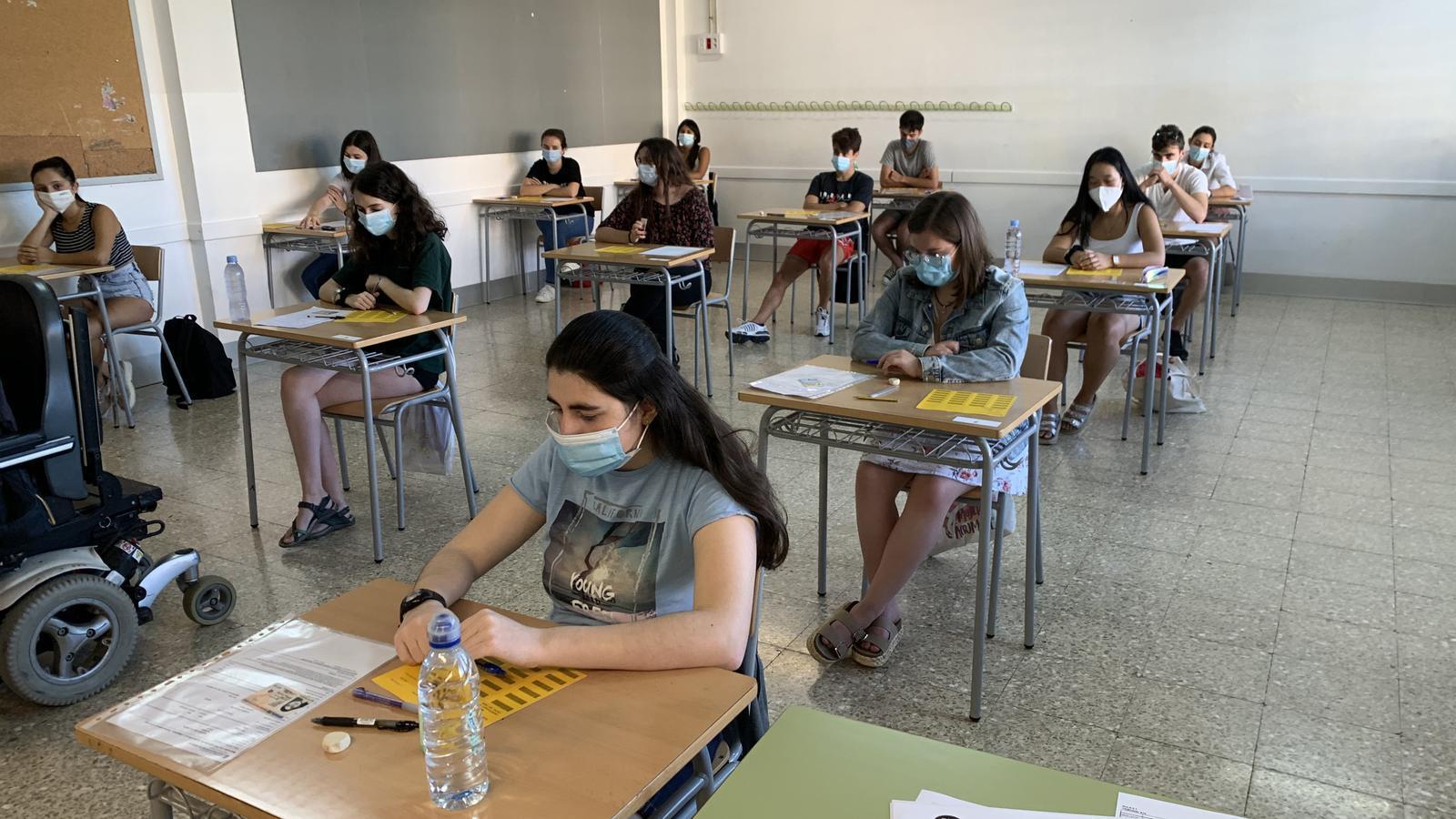 Estudiants a punt de començar la selectivitat a Tremp. / G.L.T.