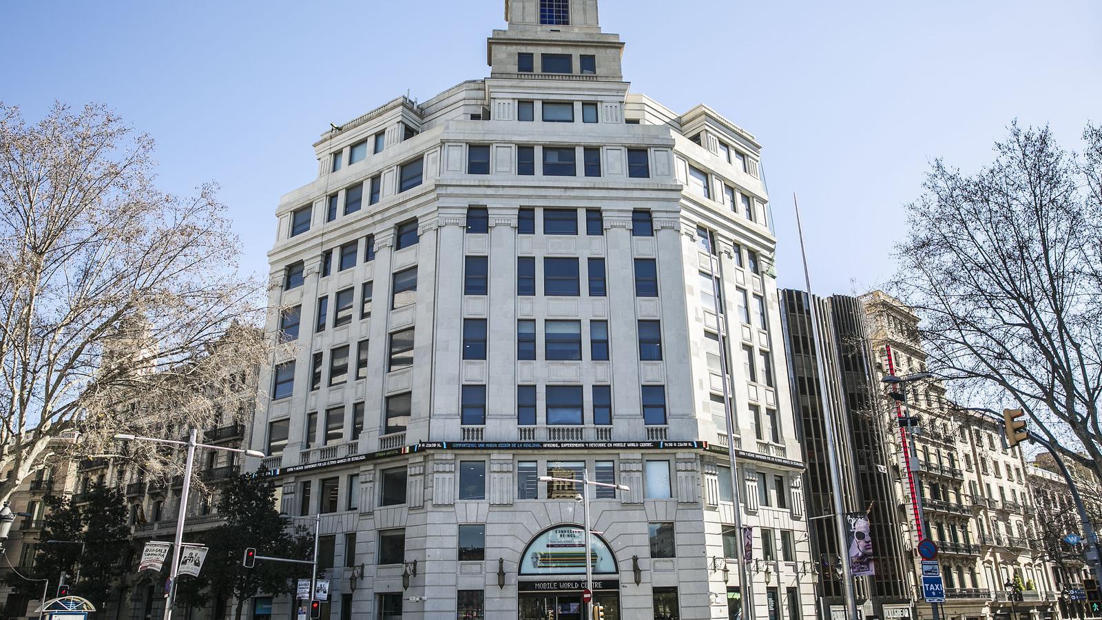 Façana de l'edifici que ara és de Telefònica al Portal de l'Àngel
