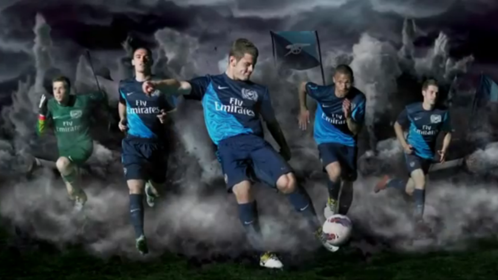 L'Arsenal presenta la seva nova samarreta, sense Cesc