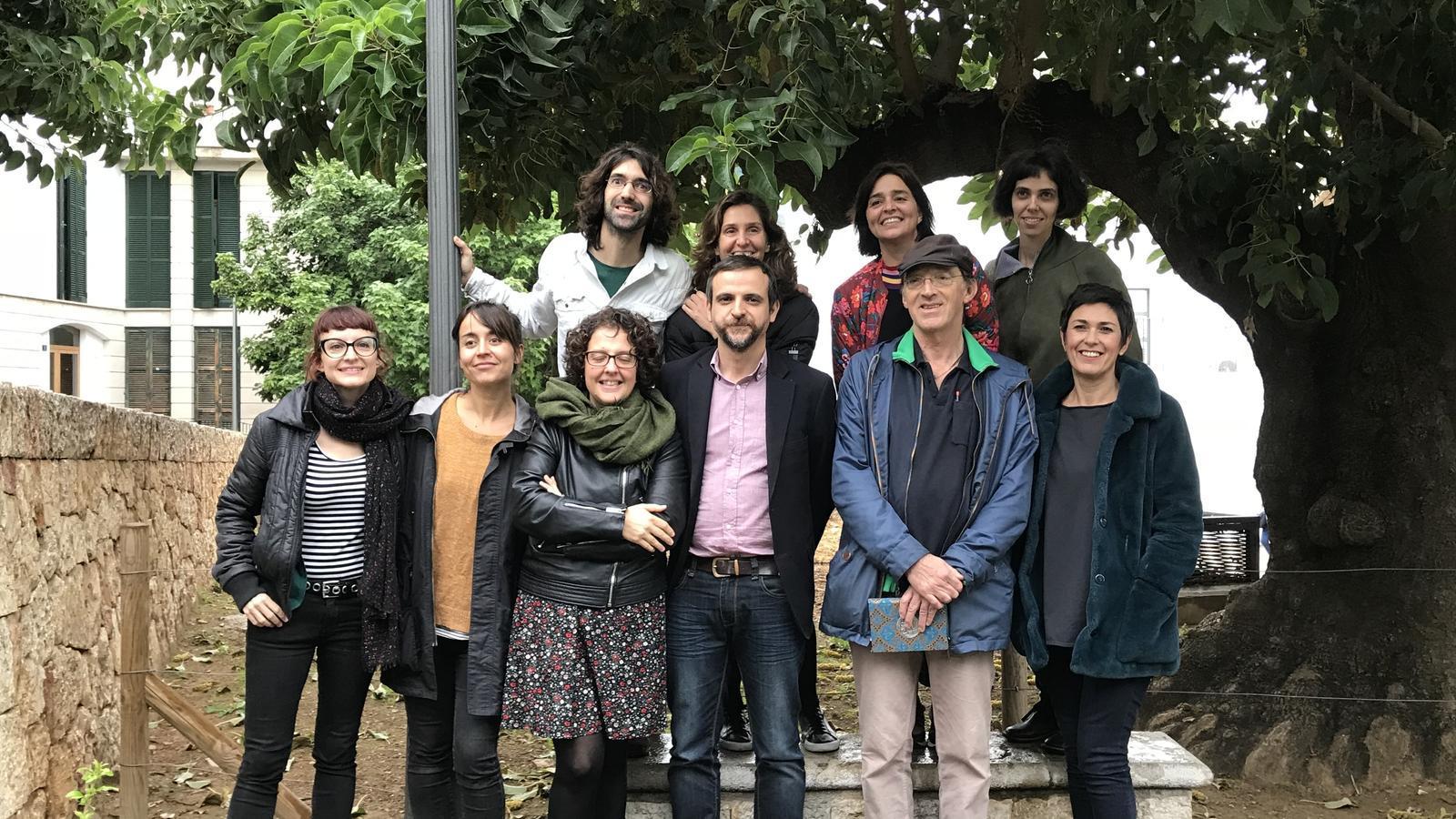 Llorenç Carrió i Francisca Niell amb els responsables de les propostes seleccionades