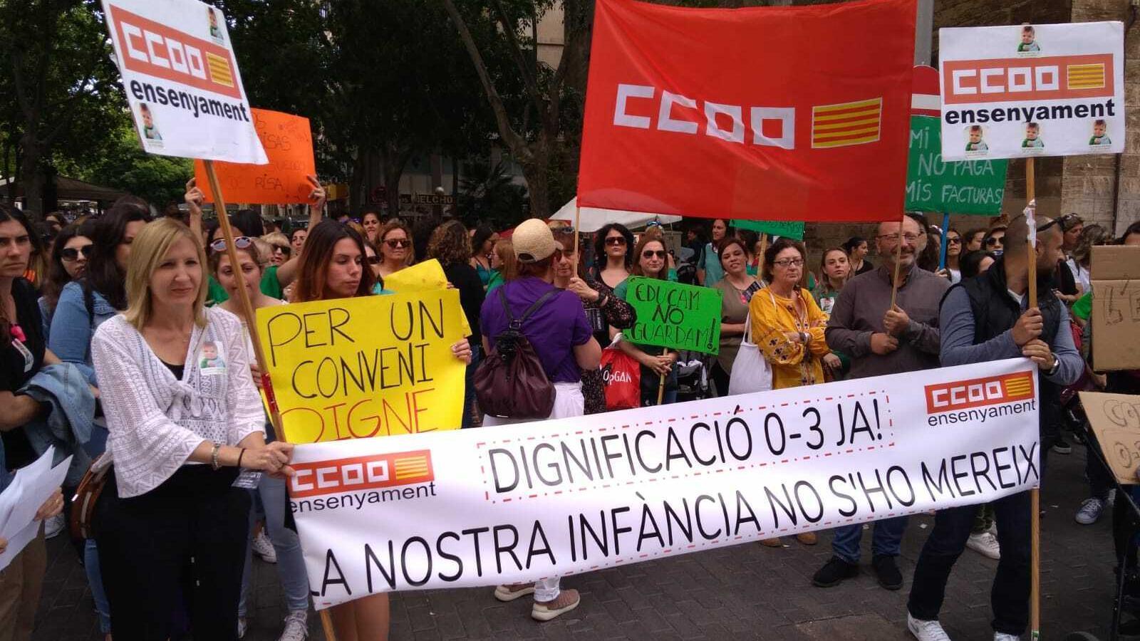 Els manifestants, aquest dimarts a la plaça Porta Pintada de Palma.