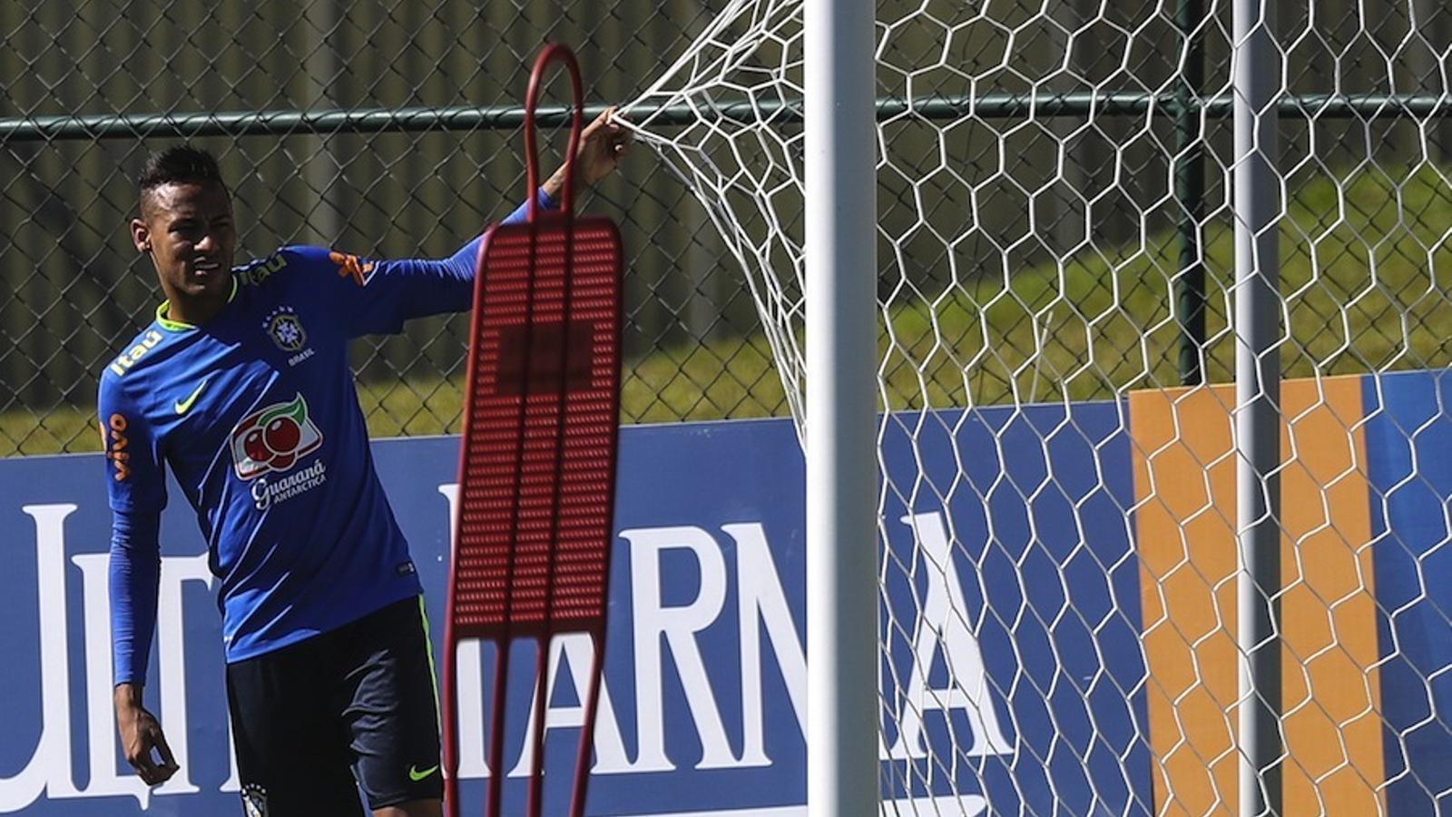 Neymar en l'entrenament de la selecció brasilera