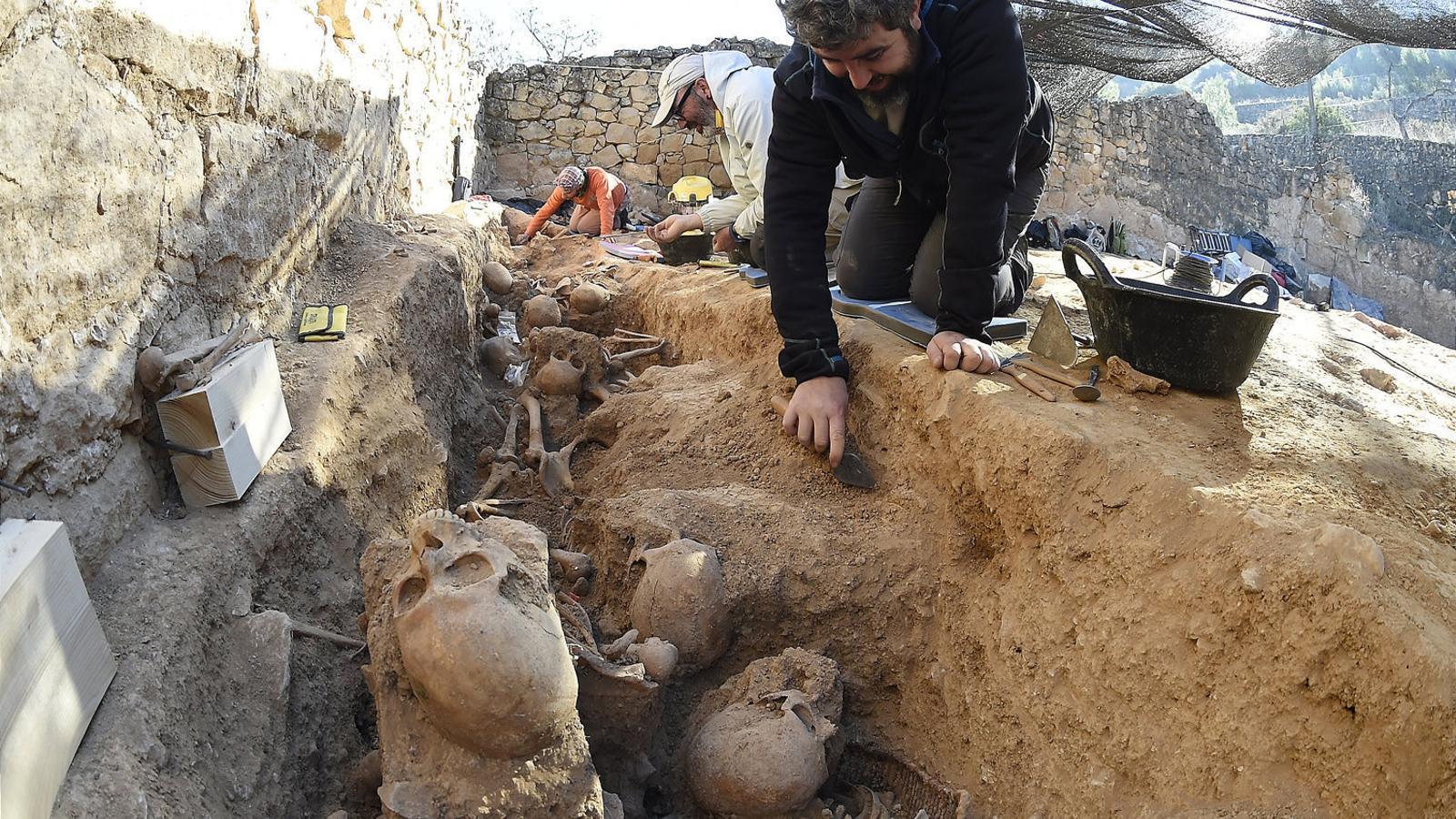 Treballs d'exhumació de la fossa del Soleràs