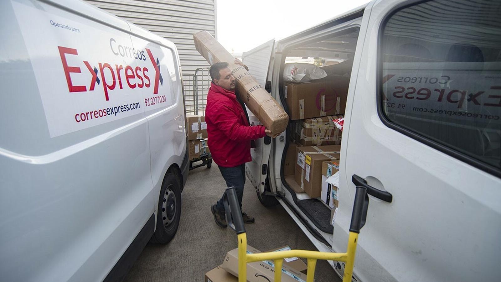 Els treballadors de Correus Express a Menorca afronten uns dies de màxima intensitat laboral.