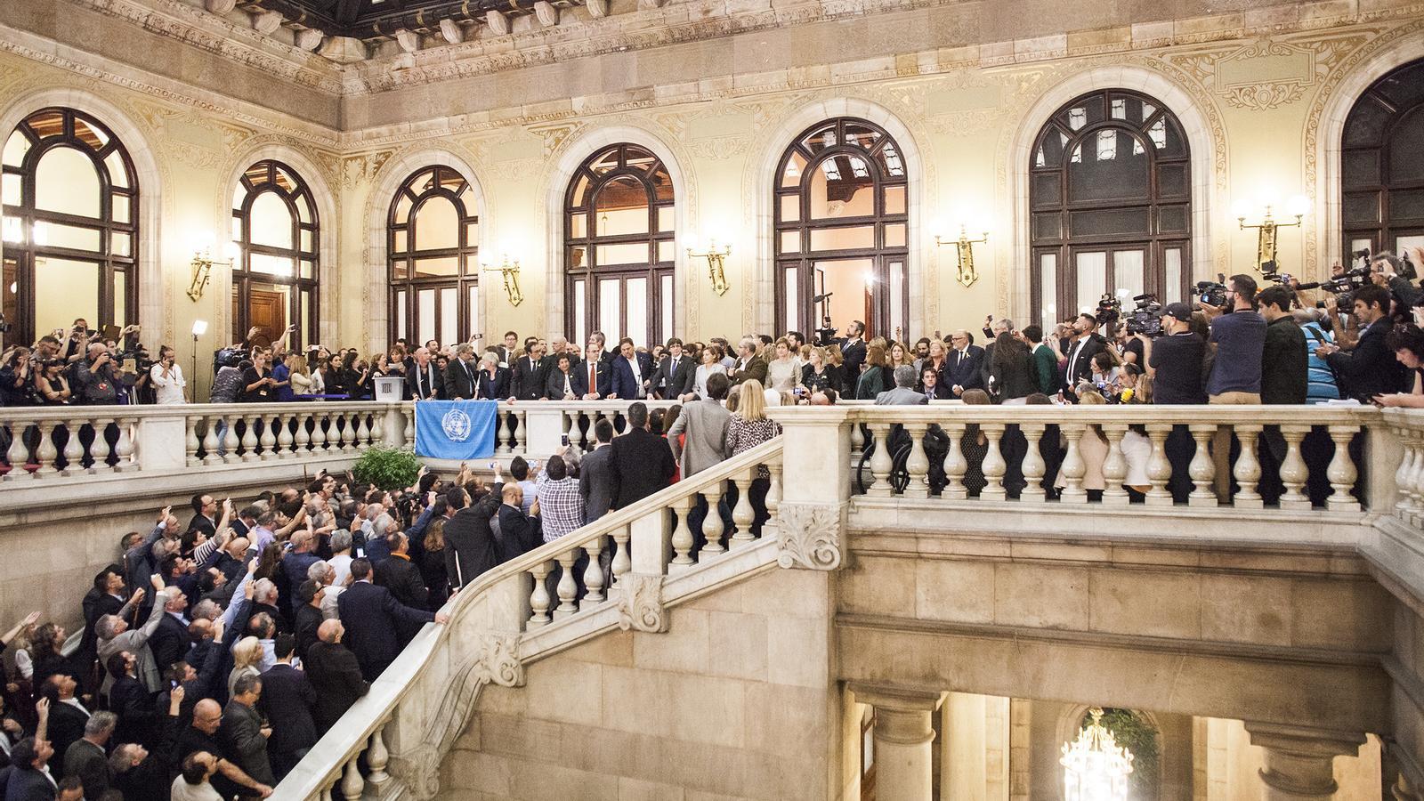 El Parlament proclama la República i posa en marxa el procés constituent