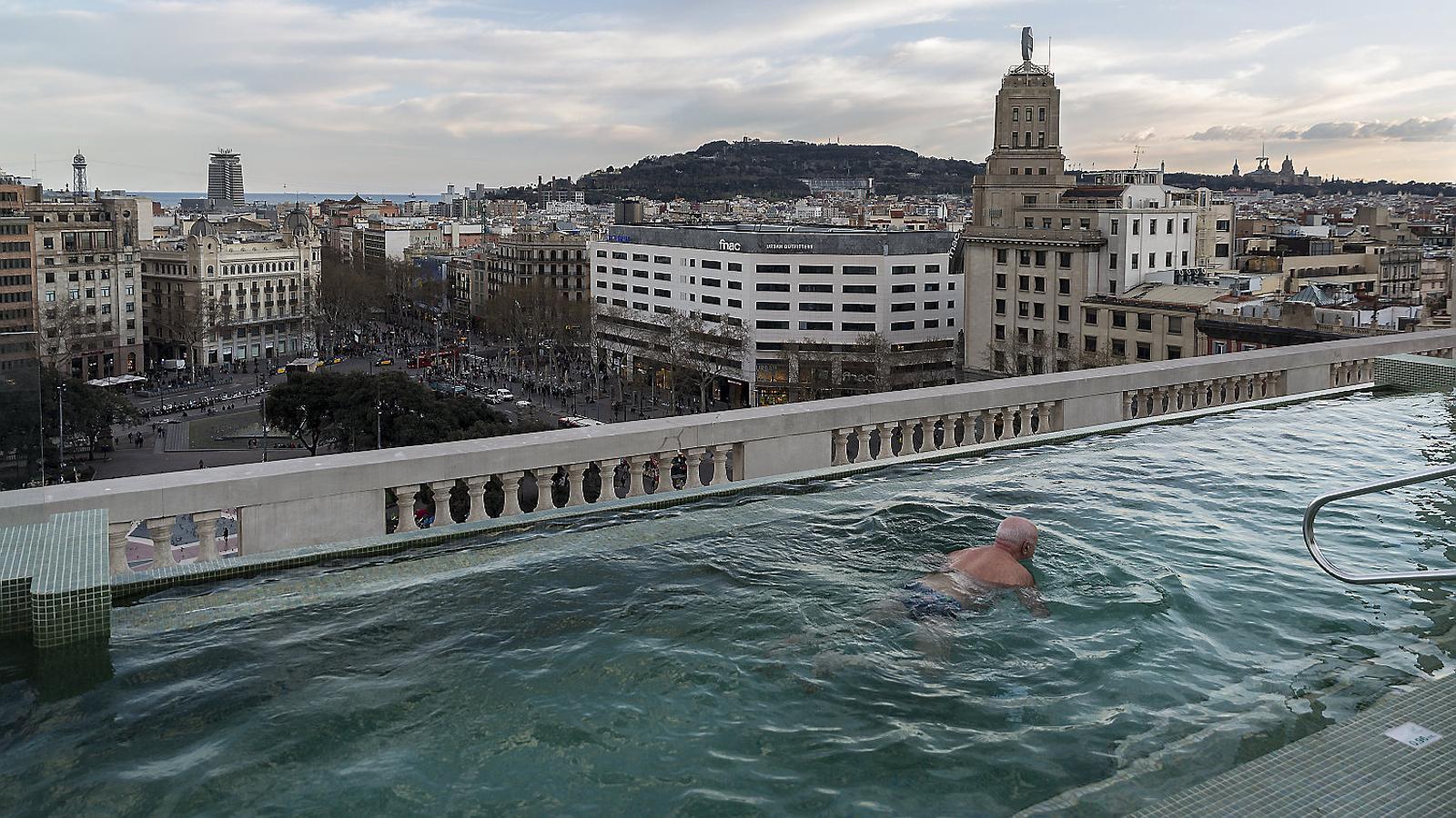 Costa Este farà una terrassa de 800 m2 i piscina a plaça Catalunya