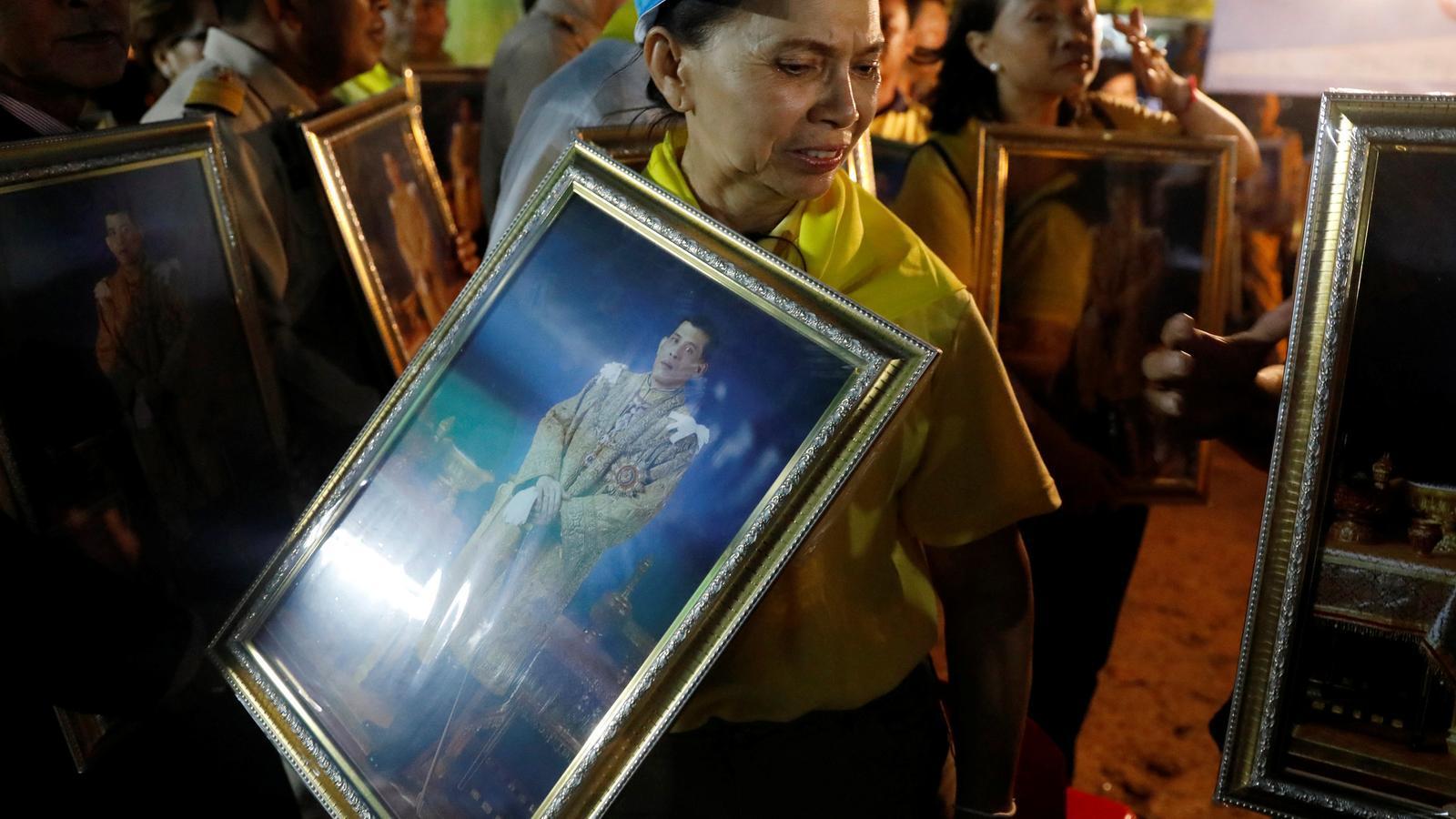 L'excèntric rei de Tailàndia augmenta la repressió contra els seus crítics