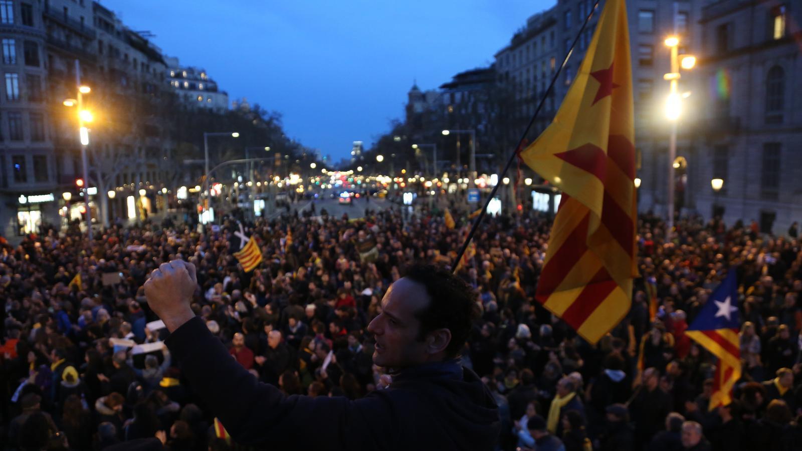 """L'independentisme pren el carrer i s'indigna pels empresonaments: """"Llarena, prevaricador"""""""