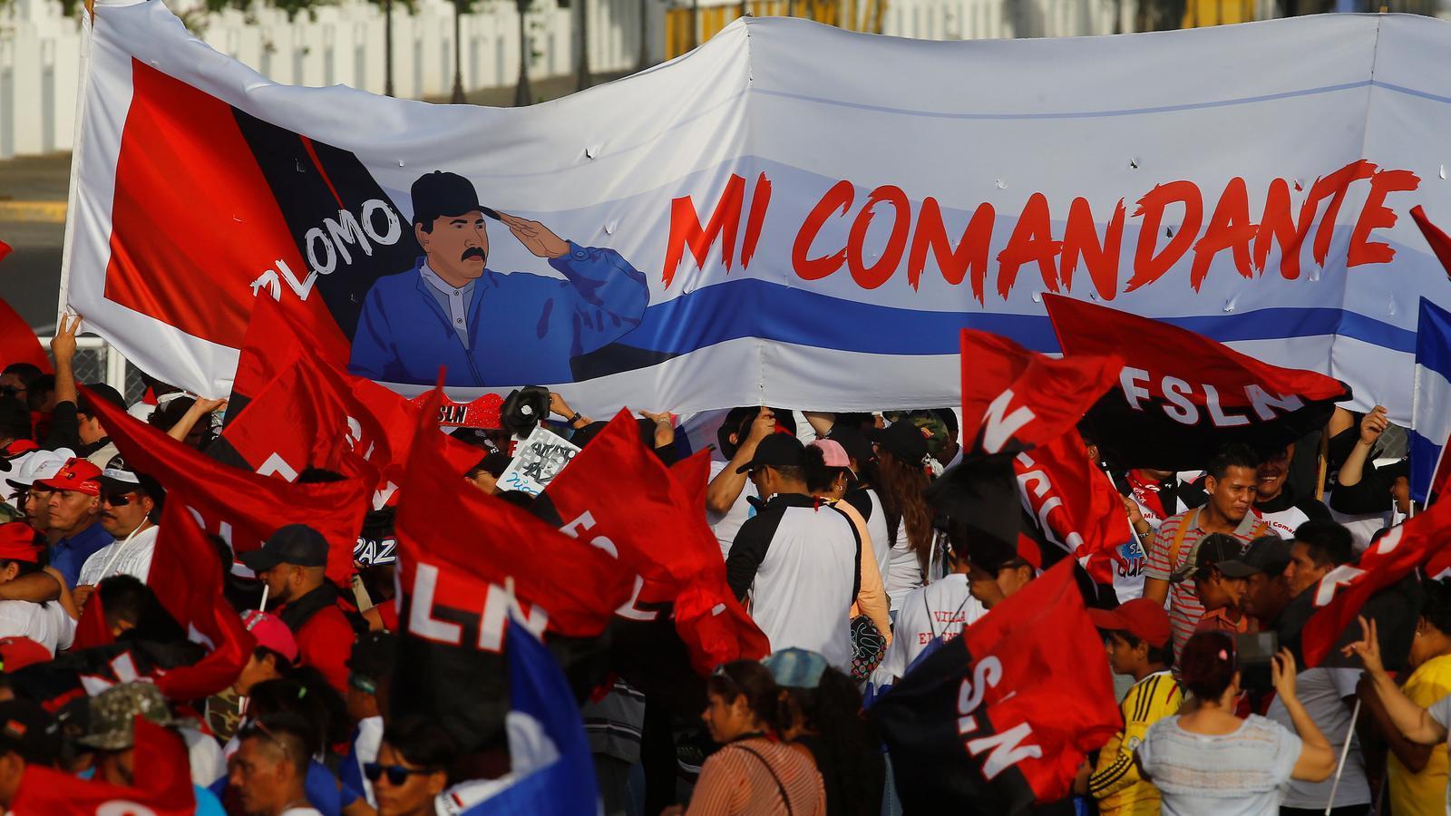 Simpatitzants d'Ortega celebrant el 39 aniversari de la Revolució Sandinista en un míting a Managua