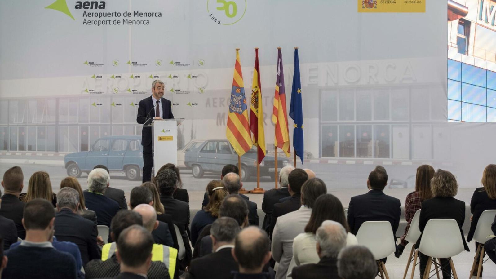 Lucena ha detallat la importància de l'equipament per a la societat menorquina davant la mirada de responsables d'institucions locals.