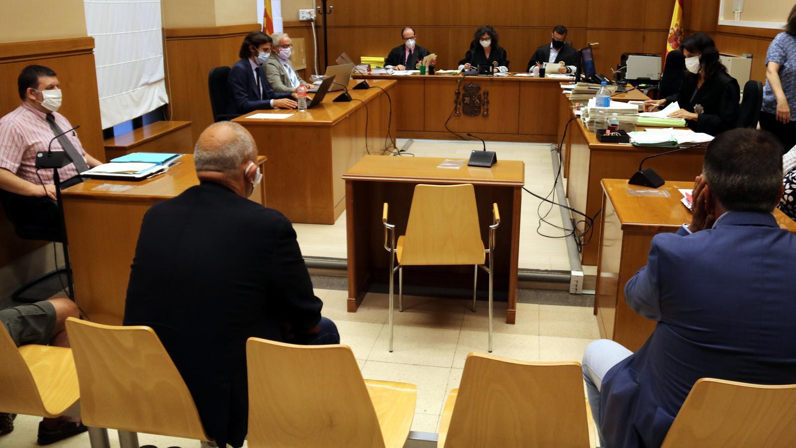 Un patriarca gitano admet haver cobrat diners del Consorci de la Mina per vigilar irregularment pisos socials
