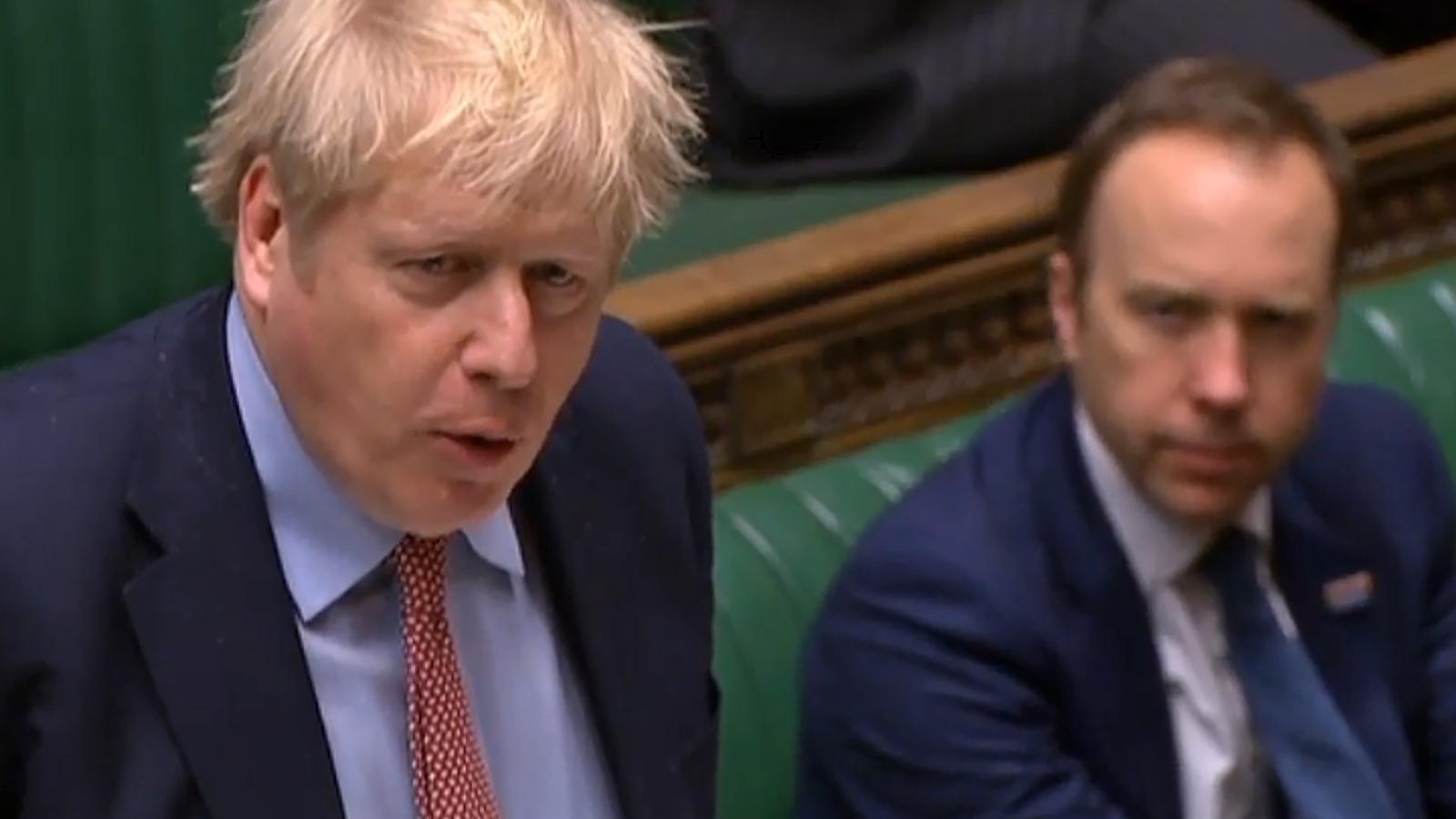 Boris Johnson i el seu ministre de Sanitat, Matt Hancock, tots dos contagiats de coronavirus, en una imatge d'arxiu