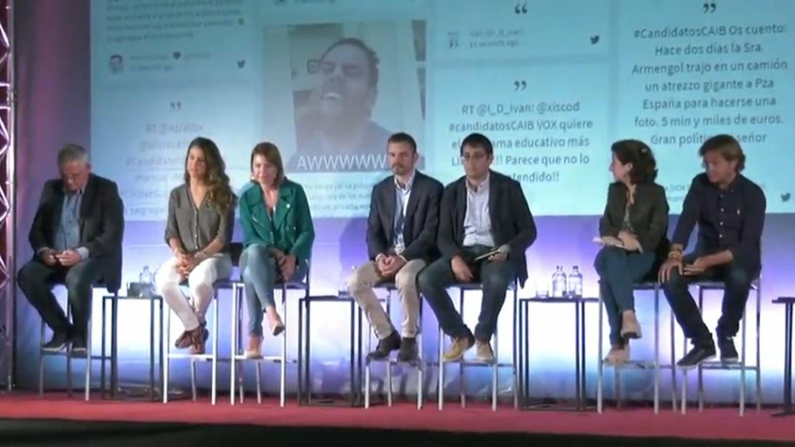 Un moment del debat entre els representants polítics i els tuitaires.