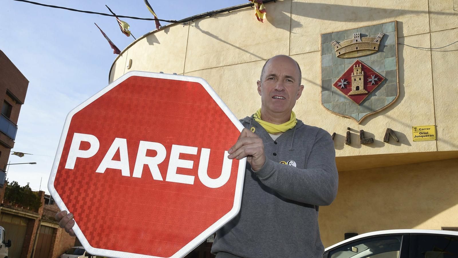 """Torrelameu canvia  els """"Stop"""" per """"Pareu"""""""