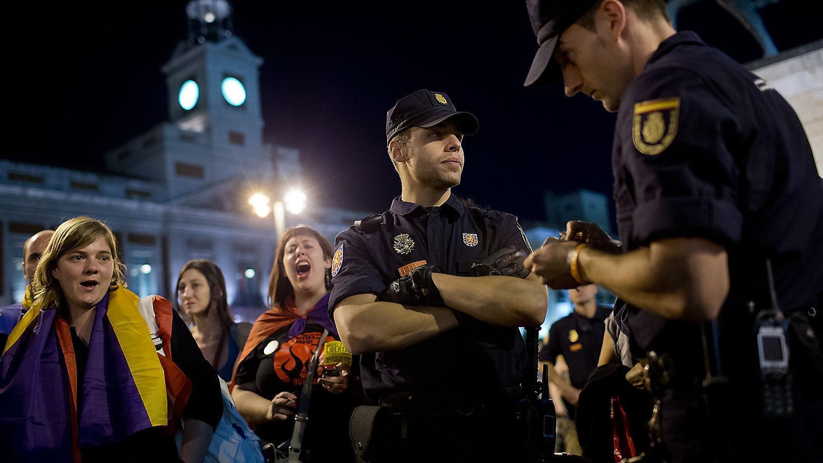 La 'llei mordassa' suma 45 sancions diàries per faltar al respecte a la policia