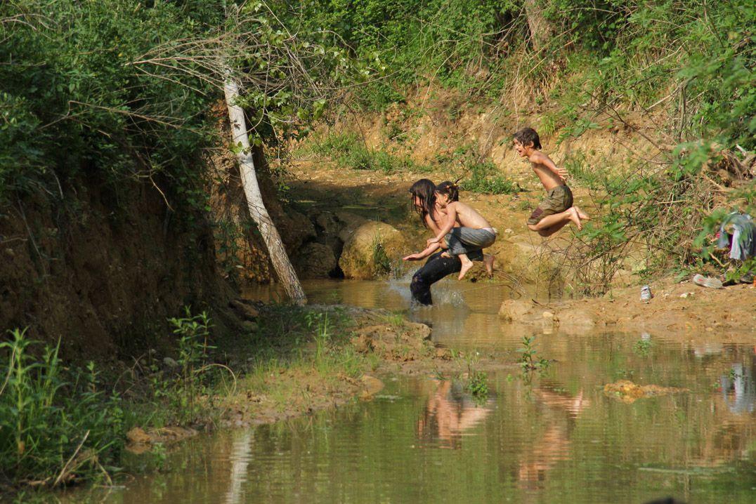 stream_kids_jump_familiar_nature