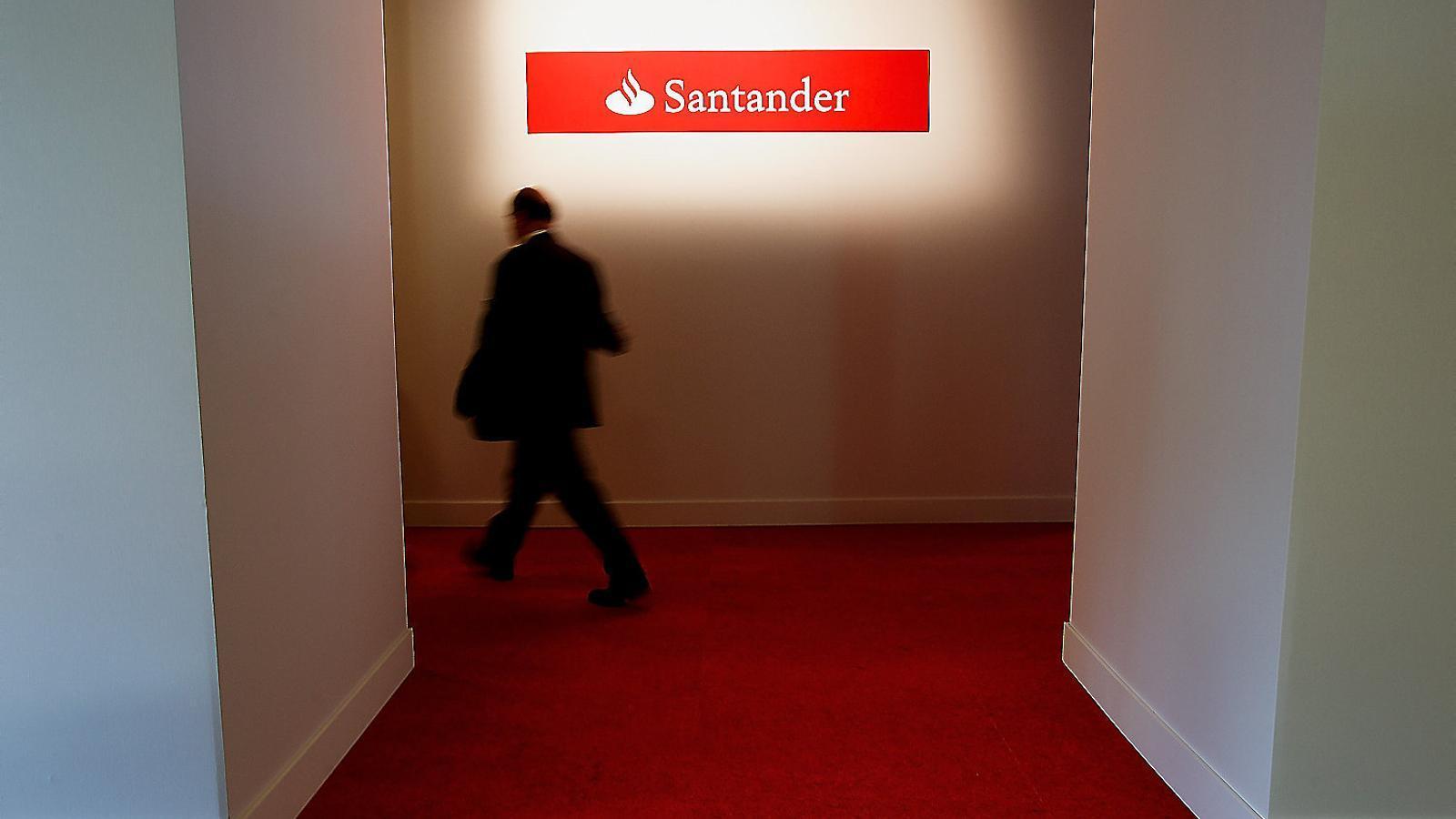 El Santander prepara un ERO poc després d'haver renunciat a pagar uns emoluments astronòmics a qui havia de ser el nou conseller delegat, Andrea Orcel.