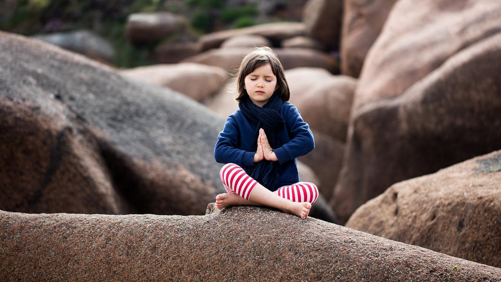 UN MÓN INTERIOR PER EDUCAR La interioritat a les aules  Relaxació i meditació