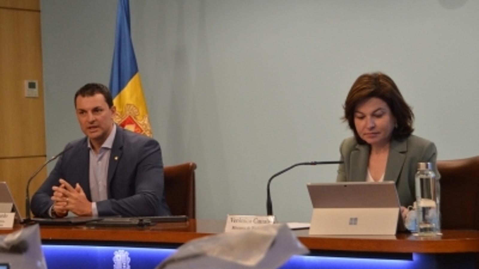 El ministre de Presidència, Economia i Empresa, Jordi Gallardo, i la de Turisme, Verònica Canals, durant la presentació de la campanya