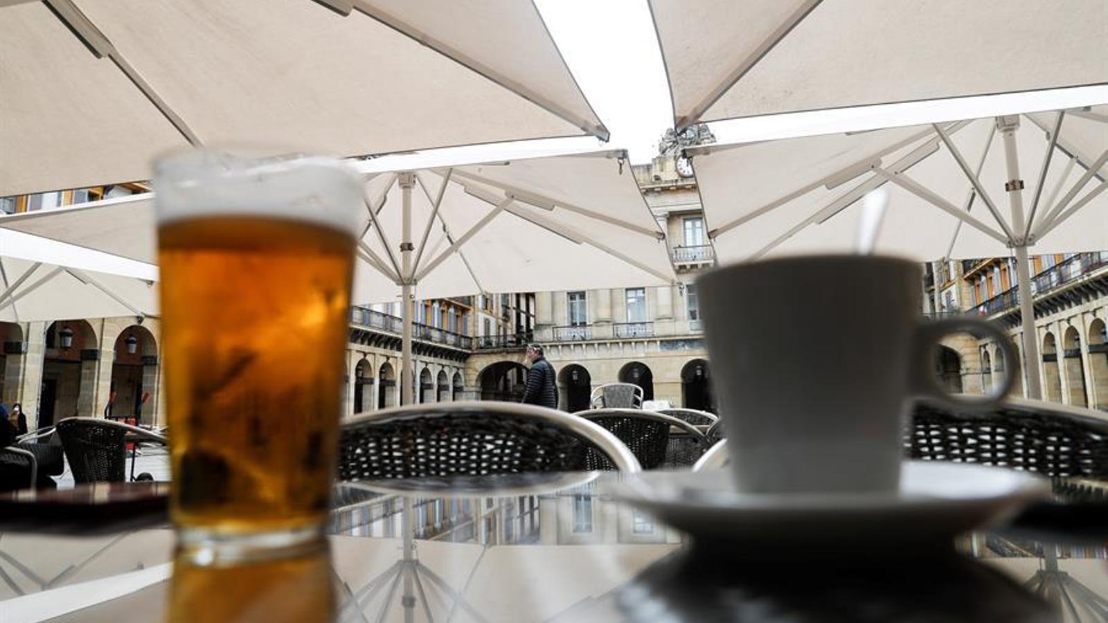 Bodes amb 100 invitats i bars oberts al 40%: les mesures de desescalada a la fase 2