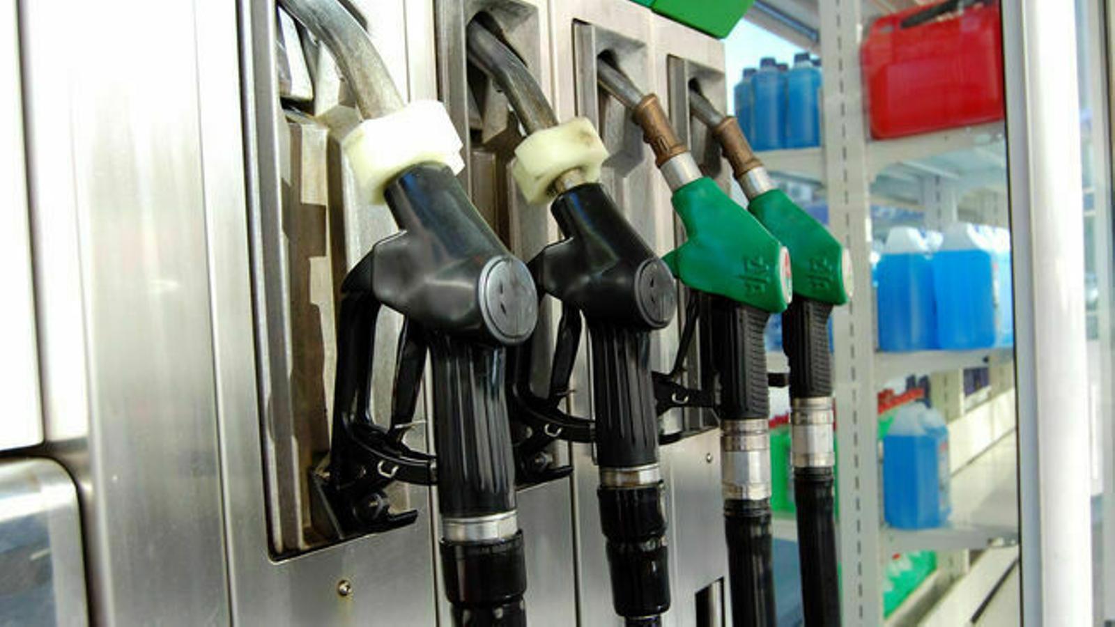 Sortidors de carburant en una benzinera d'Andorra. / ANA