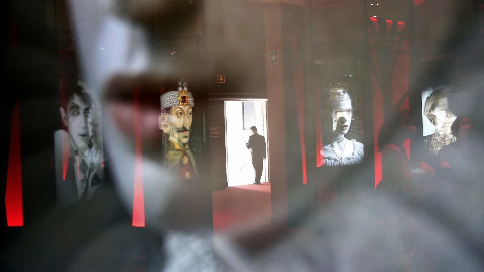 L'entrada a l'exposició 'Vampirs. L'evolució del mite' / Francesc Melcion