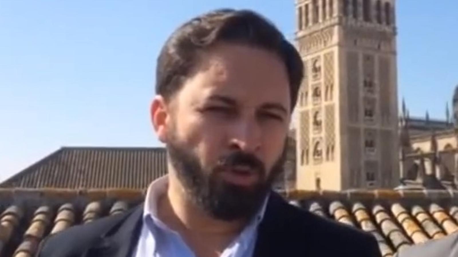Vox, a Podem: No volem que ningú llanci homosexuals daltabaix de la Giralda