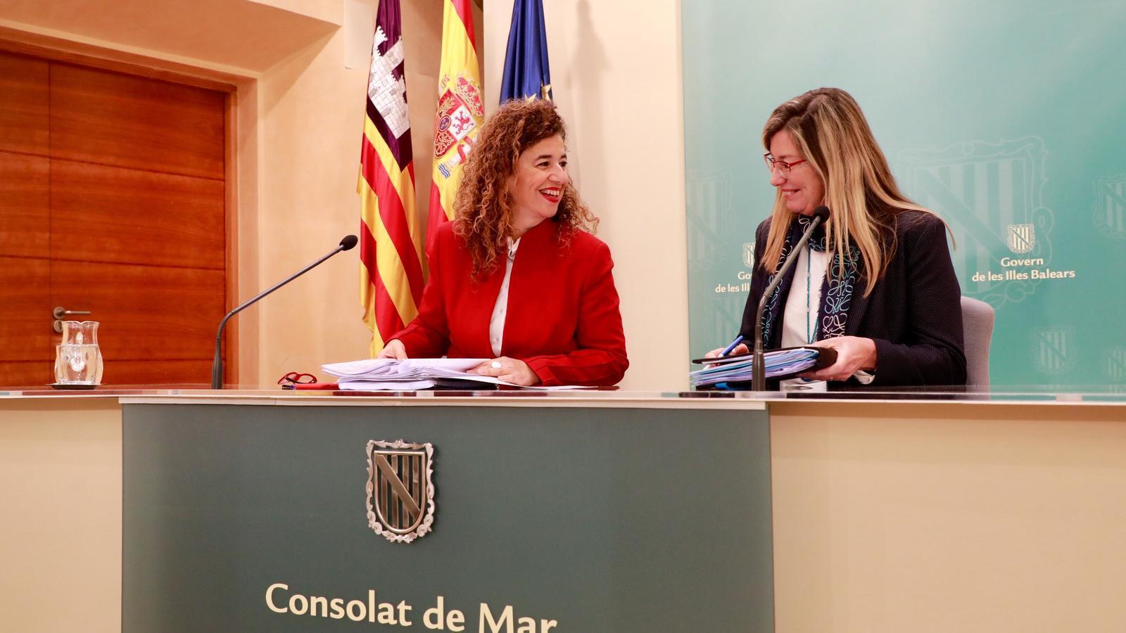La portaveu del Govern, Pilar Costa, i la consellera de Salut, Patricia Gómez.